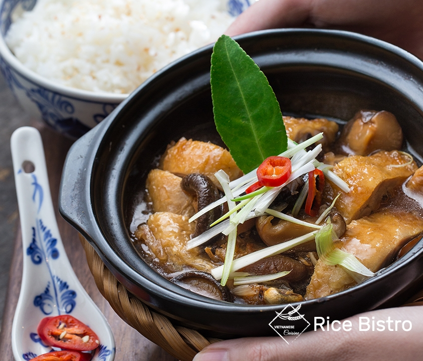 Chicken with mushroom in clay pot
